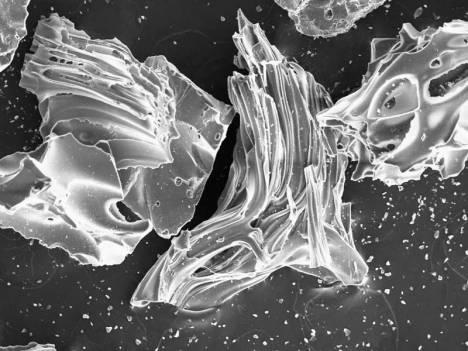 Kristal Abu Vulkan dilihat dengan Microskop